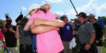 2016 Dean & Deluca Invitational: Final Round - A Hug for Ellie