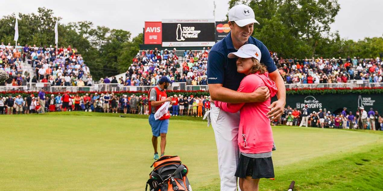 2015 TOUR Championship Jordan Gets Hug From Ellie