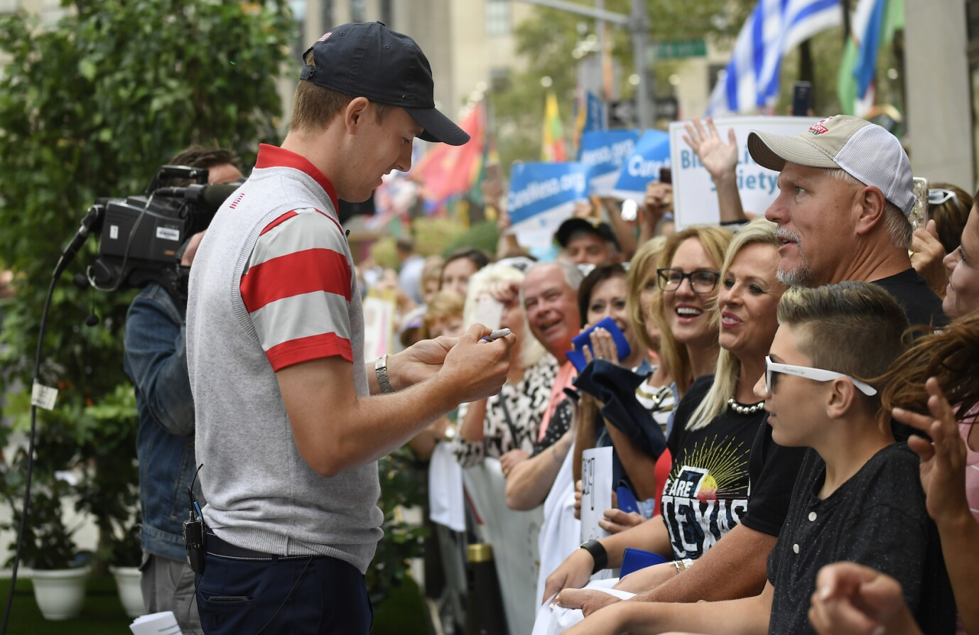 2017 Presidents Cup: The Today Show - Jordan greets fans