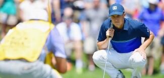 2018 PGA Championship: Round 3 - Lining Up a Putt