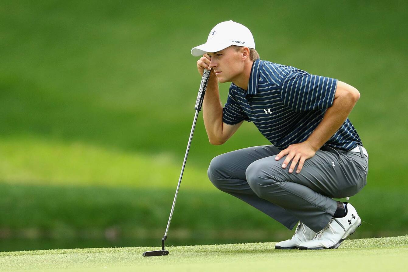 2017 Travelers Championship: Final Round - Lining Up a Putt on No. 8