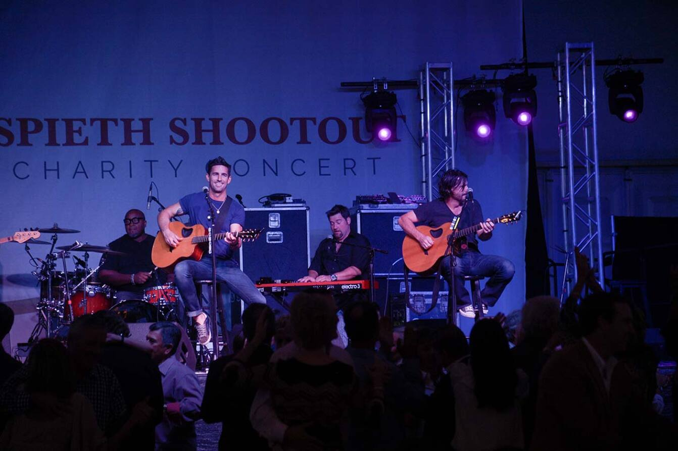 Jake Owen Performs at the Charity Concert - 2015 Spieth Shootout