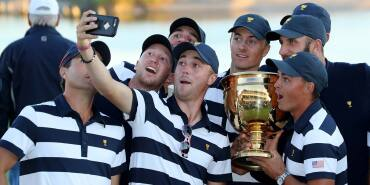 2017 Presidents Cup: Final Round - U.S. Squad Poses for Selfie
