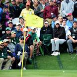 2017 Masters Tournament: Round 1 - Jordan Chips onto the Green on No. 18